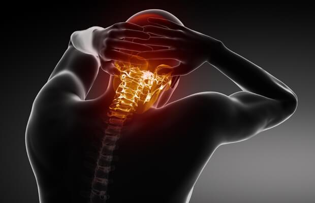 Какви са симптомите при хернията на вратните прешлени?